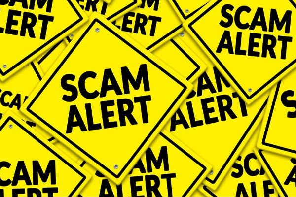 online casino scam yellow warning signs